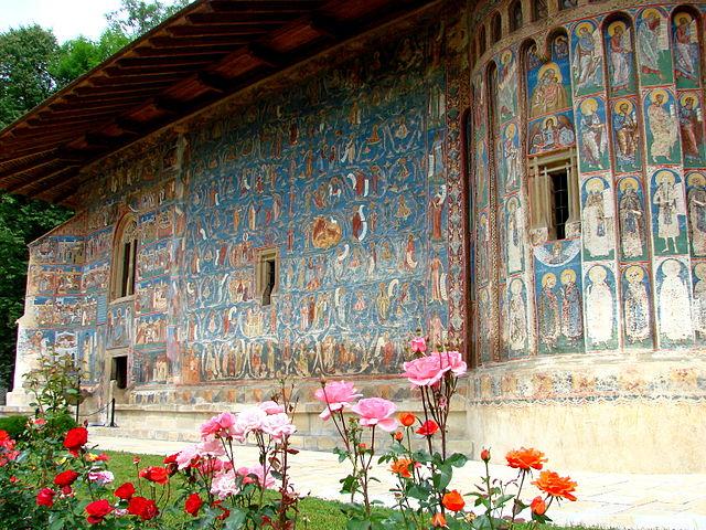 640px-Voronet_Monastery_-_Romania_-_02